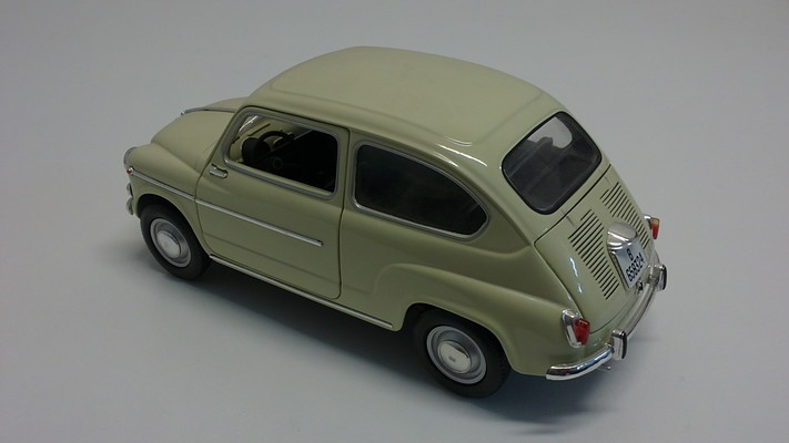 Solido 1/18 Seat 600D 1966