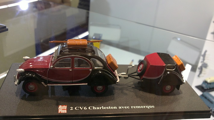 Citroen-2CV6-Charleston-con-remolque