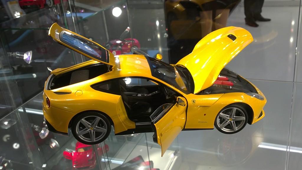 Ferrari F12 Berlinetta 1-18 Hot Wheels Elite
